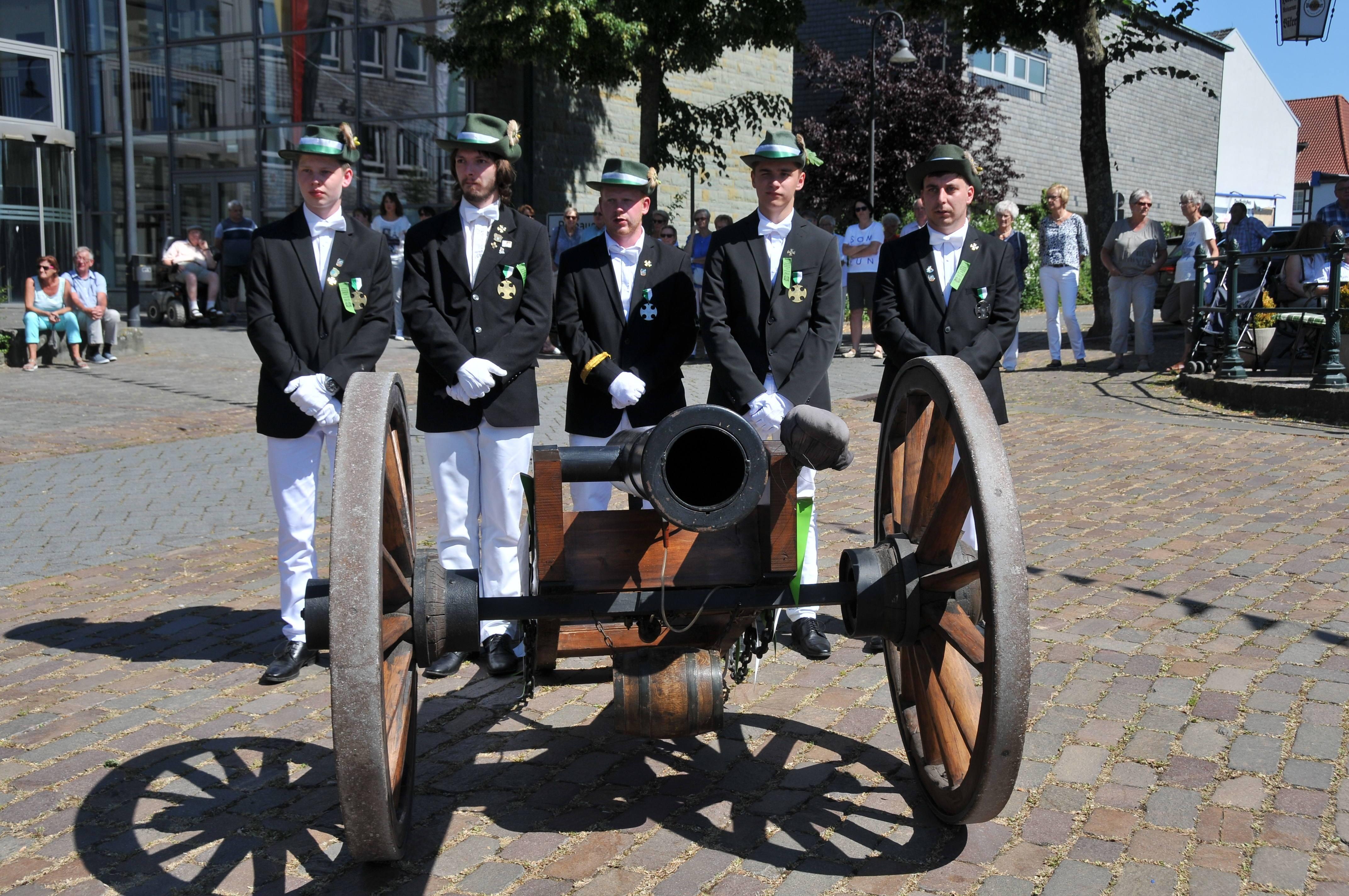 Die Kanone & Ihre Kanoniere